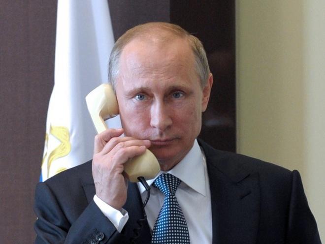 Dang sau chiec dien thoai mau vang cua Putin hinh anh