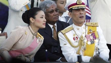 Thai tu Thai Lan tuoc ngoi vi hoang toc cua gia dinh vo hinh anh