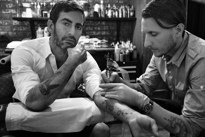 Phut trai long cua nghe si xam tro giau nhat hanh tinh hinh anh 1 Scott Campbell xăm hình cho nhà thiết kế thời trang nổi tiếng Marc Jacobs. Ảnh: Wordpress