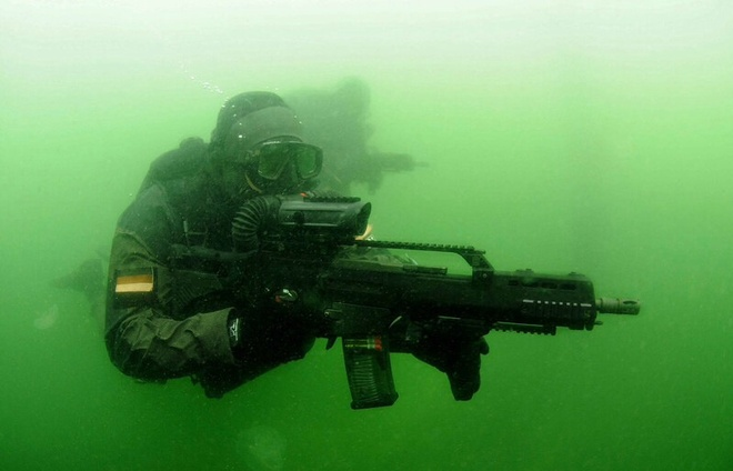 Kham pha doi biet kich SEAL phien ban Duc hinh anh