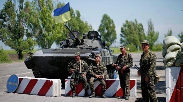 Thach thuc cua phuong Tay khi giai quyet khung hoang Ukraine hinh anh 3 Khả năng Mỹ sẽ cung cấp vũ khí sát thương cho quân chính phủ Ukraine.