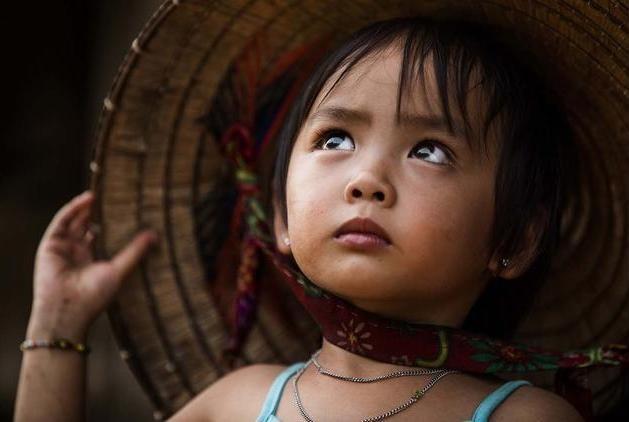 Anh chan dung nguoi Viet an tuong tren bao nuoc ngoai hinh anh 3 Ánh mắt của bé Tuyết, 4 tuổi, khi ngước nhìn mẹ. Trao đổi với Zing News, Réhahn cho biết