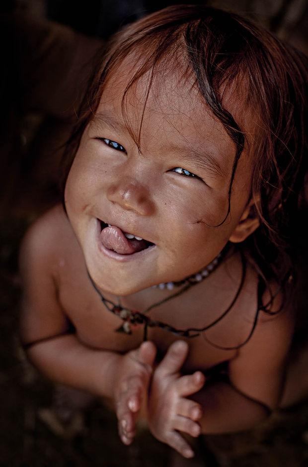 Anh chan dung nguoi Viet an tuong tren bao nuoc ngoai hinh anh 4 Một bé gái người Hmong tại Mèo Vạc, Hà Giang. Ảnh: CEO.fr