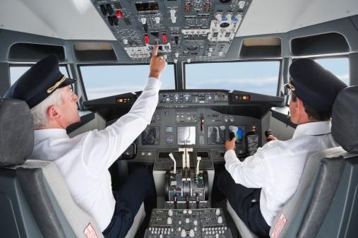 Mot ngay cang thang cua phi cong trong buong lai hinh anh 10 Hồi năm 2012, một khảo sát do Hiệp hội phi công Anh (Balpa) thực hiện trên 500 phi công cho thấy một kết quả đáng lo ngại: 43% phi công ngủ gật ngay trong buồng lái, theo báo Daiy Mai.