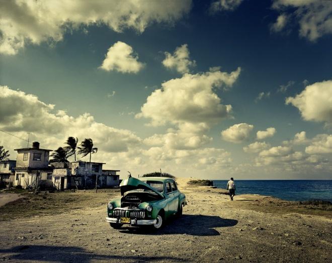 Cuoc song doi thuong o Cuba khi bi My cam van hinh anh 1 Xe ô tô đời cũ của một người dân Cuba đậu dọc bờ biển Guanabo, gần thủ đô Havana.