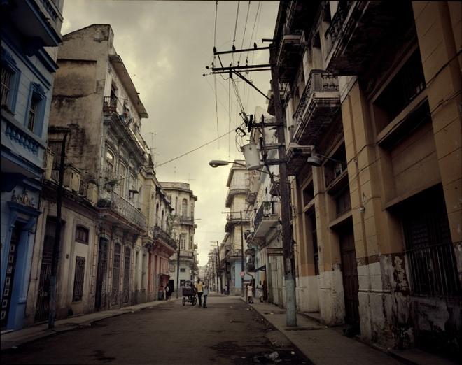 Cuoc song doi thuong o Cuba khi bi My cam van hinh anh 9 Khoảng 19 giờ, người dân Cuba bắt đầu chuẩn bị cho bữa ăn tối. Đường phố ở trung tâm thủ đô Havana rất đông vào ban ngày, nhưng trở nên vắng vẻ khi trời tối.