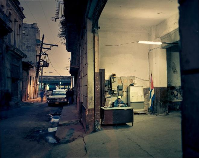 Cuoc song doi thuong o Cuba khi bi My cam van hinh anh 11 Một góc khu phố cổ ở thủ đô Havana lúc chạng vạng.