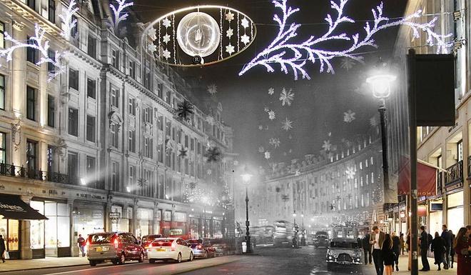 Giang sinh huyen ao o London ngay ay, bay gio hinh anh 10 Phố Regent ngày 30/12/1955 rực sáng với những ngôi sao tuyết được giăng mắc khắp nơi.