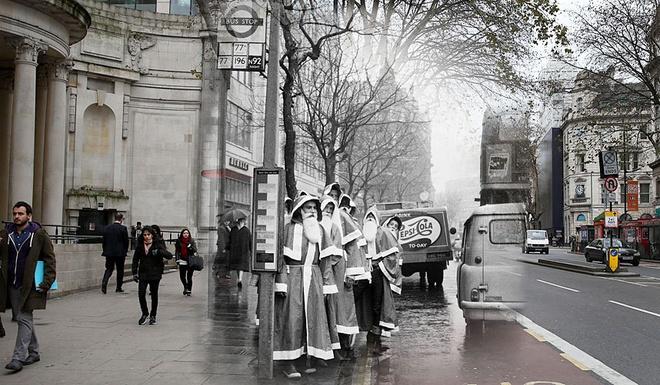 Giang sinh huyen ao o London ngay ay, bay gio hinh anh 3 Bức ảnh chia làm đôi, góc trái là những 'ông già tuyết' đứng đợi xe bus tại quận Holborn, tháng 12/1960 và góc phải là cảnh người dân đi bộ trên đường.