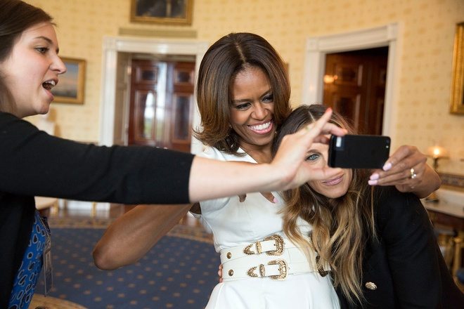 Nhung hinh anh dang nho nam 2014 cua Tong thong Obama hinh anh 13 Phu nhân Michelle chụp ảnh
