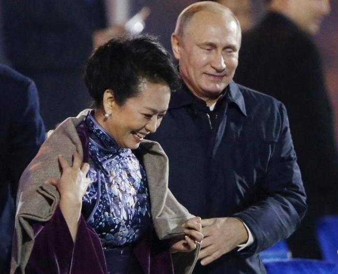 Hau truong chinh tri an tuong cua Putin trong nam 2014 hinh anh