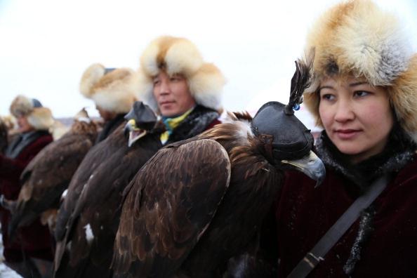 Mot ngay di san cung dai bang tren cao nguyen hinh anh 2 Hiện cả nước Kazakhstan chỉ có khoảng 50 thợ săn cùng đại bàng, một số ít người vẫn duy trì cuộc sống bằng việc đi săn.