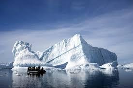 Cuoc song khac nghiet nhung thu vi tai Nam Cuc hinh anh 4 Bán đảo Nam Cực thường là điểm hấp dẫn du khách mỗi khi tới lục địa này. Tại bề mặt, nó là bán đảo lớn nhất và nổi bật nhất, ở Nam Cực vì nó kéo dài 1300 km (800 dặm) từ một tuyến giữa mũi Adams (biển Weddell) và một điểm trên đất liền phía nam của quần đảo Eklund. Bên dưới lớp băng bao phủ nó, bán đảo Nam Cực bao gồm một chuỗi các đảo đá ngầm được phân cách bởi các eo biển sâu đáy nằm ở độ sâu đáng kể dưới mực nước biển hiện tại và được nối với nhau bởi một tấm băng đá trên mặt.