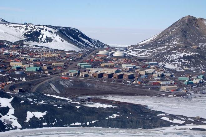 Cuoc song khac nghiet nhung thu vi tai Nam Cuc hinh anh 6 Nơi tập trung dân cư đông đúc nhất tại Nam Cực là khu vực ven biển McMurdo, cách phía tây nam của bán đảo vài nghìn km. Ảnh: Blogspot