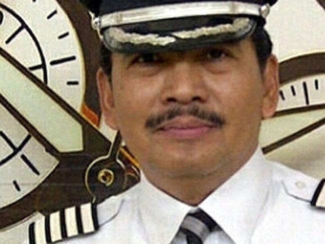 Cơ trưởng chuyến bay QZ8501 Iriyanto. Ảnh: Straitstimes