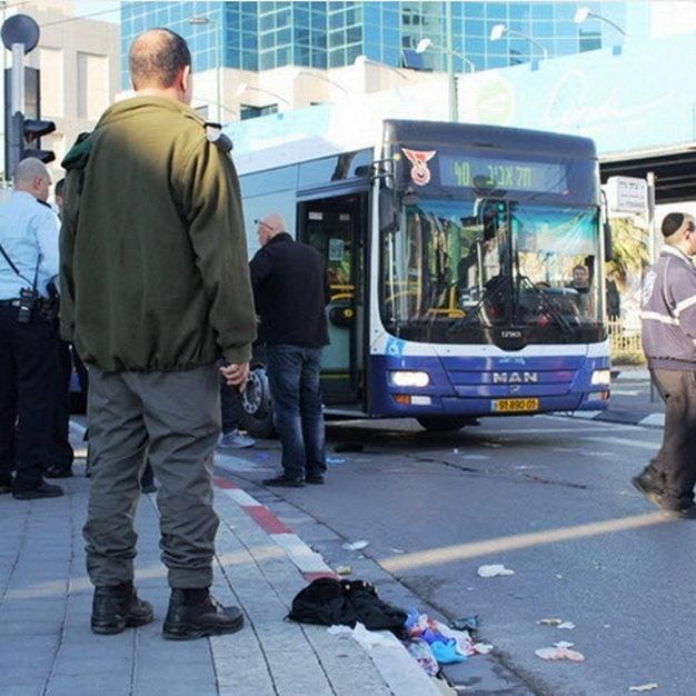 Israel: Dam dao loan xa tren xe buyt, 16 nguoi bi thuong hinh anh