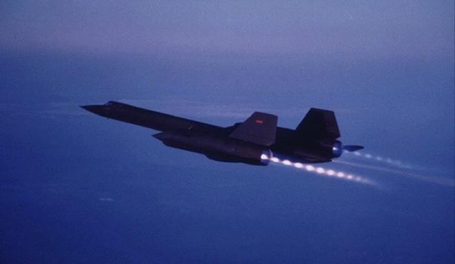 'Chim den' SR-71, may bay nhanh nhat moi thoi dai cua My hinh anh