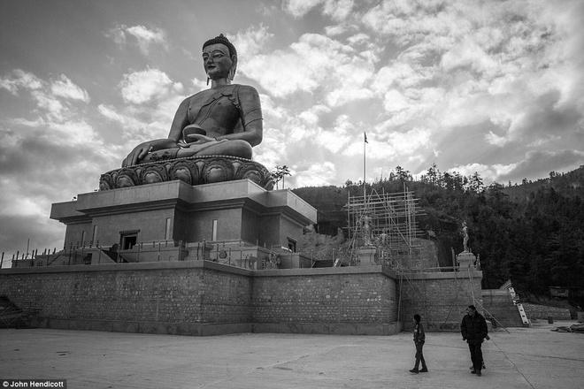 Nhip song doi thuong o quoc gia hanh phuc nhat the gioi hinh anh 7 Bức tượng Phật Dordenma cao hơn 50 m nằm hướng về phía thung lũng Thimphu. Đây là bức tượng Phật lớn nhất trên thế giới.