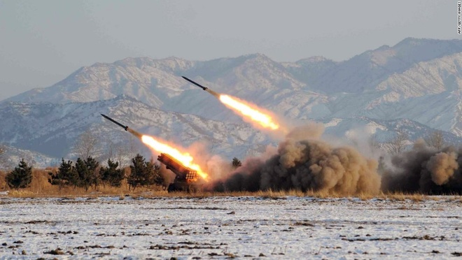 My - Han tap tran ram ro, Kim Jong Un dap tra kho luong hinh anh 2 Pháo binh Triều Tiên tập trận hồi năm 2009. Ảnh: CNN