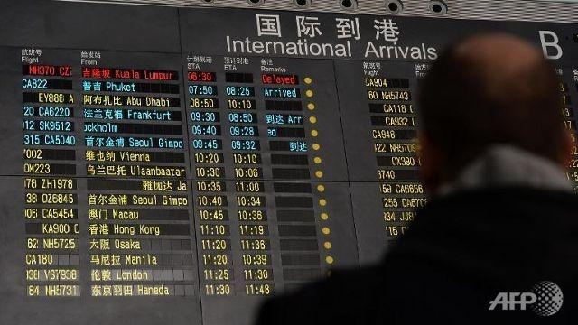Toan canh 1 nam mat tich bi an cua chuyen bay MH370 hinh anh 3 Bảng thông tin tại sân bay quốc tế ở Bắc Kinh thông báo tình trạng của chuyến bay MH370 (dòng màu đỏ, hàng đầu bên trái) vào sáng 8/3. Ảnh: AFP