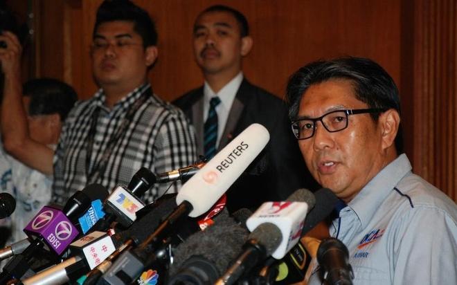 Toan canh 1 nam mat tich bi an cua chuyen bay MH370 hinh anh 17 Cuối tháng 1/2015, ông Azharuddin Abdul Rahman, Tổng giám đốc Cơ quan Hàng không Dân dụng Malaysia, chính thức tuyên bố, vụ mất tích của MH370 là tai nạn và toàn bộ 239 người trên máy bay đã thiệt mạng. Ảnh: Malay Mail Online