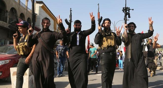 Vi sao IS qua mat al-Qaeda thanh nhom khung bo dang so nhat? hinh anh 1 Bị al-Qaeda chối bỏ, IS trở thành tổ chức khủng bố khét tiếng chỉ trong một năm. Ảnh: BBC