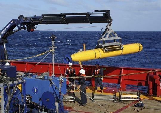 Australia triển khai xe tìm kiếm dưới nước để tìm mảnh vỡ MH370. Ảnh: Reuters