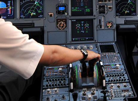 Co pho da lam gi trong phut cuoi truoc tham hoa? hinh anh 3 Cơ phó của máy bay 4U9525 chốt cửa khoang lái và điều khiển máy bay lao vào núi. Ảnh minh họa: Twitter