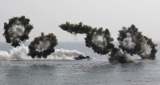 Một xe đổ bộ tấn công Hàn Quốc chạy vào bờ trong cuộc tập trận chung Hàn - Mỹ vào ngày 30/3 tại Pohang, miền nam Seoul. Tập trận