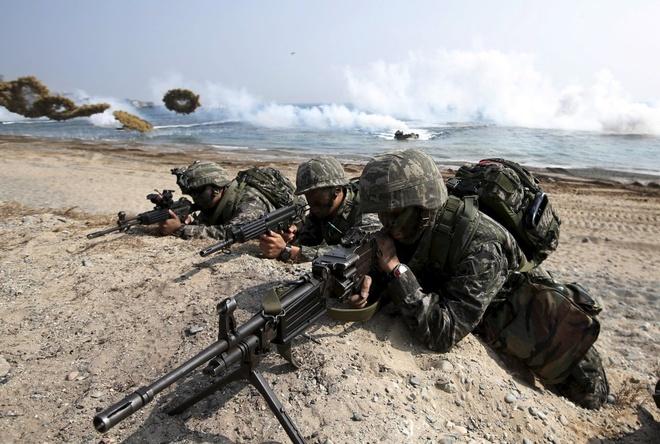 Triều Tiên luôn lên án gay gắt cuộc tập trận chung này giữa quân đội Hàn Quốc và Mỹ. Ngay khi tập trận Đại bàng non bắt đầu, Triều Tiên đã phóng 2 tên lửa SCUD về vùng biển Hàn Quốc.