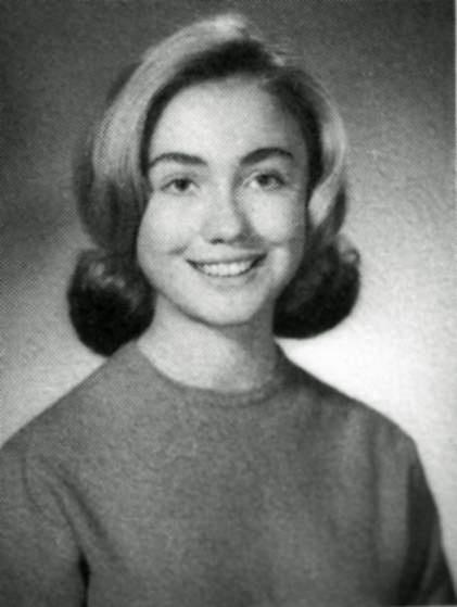 Cuoc doi va con duong chinh tri cua ba Hillary Clinton hinh anh 1 Ảnh chân dung của nữ sinh Hillary Diane Rodham tại trường phổ thông Park Ridge East, bang Illinois, năm 1965. Ảnh: AP