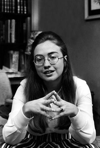 Cuoc doi va con duong chinh tri cua ba Hillary Clinton hinh anh 2 Hillary Diane Rodham từng là một thủ lĩnh sinh viên ở trường đại học Wellesley, bang Massachusetts. Thời gian đầu, Hillary ủng hộ đảng Cộng hòa. Sau này, bà quan tâm đến vấn đề bình đẳng giữa các chủng tộc nên đã rời đảng. Ảnh: AFP