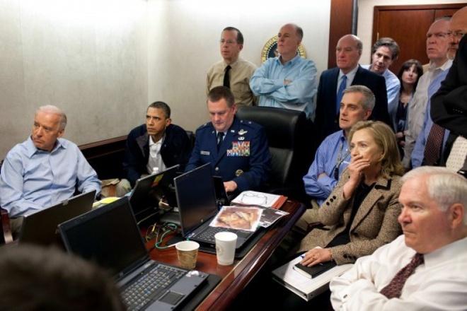 Cuoc doi va con duong chinh tri cua ba Hillary Clinton hinh anh 18 Tổng thống Obama và Ngoại trưởng Clinton trong tấm ảnh nổi tiếng về quá trình theo dõi chiến dịch tiêu diệt trùm khủng bố Osama bin Laden ngày 1/5/2011. Ảnh: White House