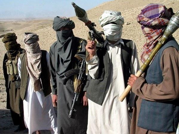 Hang chuc binh si Afghanistan bi Taliban giet va chat dau hinh anh