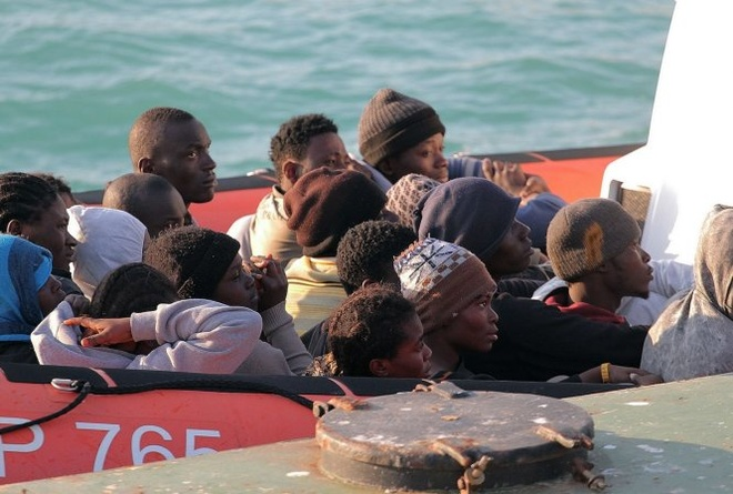 Hang tram nguoi chet trong vu lat thuyen ngoai khoi Libya hinh anh