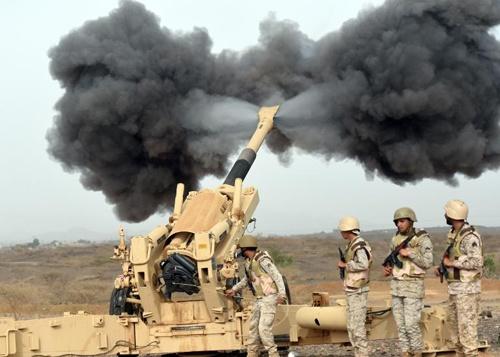 Loat anh an tuong nhat tuan (13 - 19/4) hinh anh 6 Pháo binh của Ả rập bắn về phía Yemen từ khu vực gần biên giới Ả rập - Yemen, ở tây nam Ả Rập Saudi
