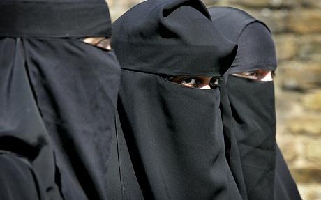 Chieu thuc giu chan phu nu ngoai quoc cua IS hinh anh 1 Nhiều phụ nữ phương Tây theo đạo Hồi đã rời bỏ quê hương để gia nhập IS và trở thành vợ của những chiến binh. Ảnh minh họa;