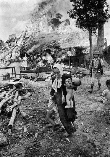 Tre em trong chien tranh Viet Nam qua anh quoc te hinh anh 4