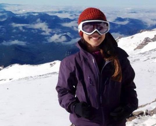 'Toi song sot, nhung mat rat nhieu ban be' hinh anh 3 Eve Girawong, nhân viên y tế của nhóm leo núi Madison có trụ sở tại thành phố Seattle (Mỹ). Ảnh: CNN