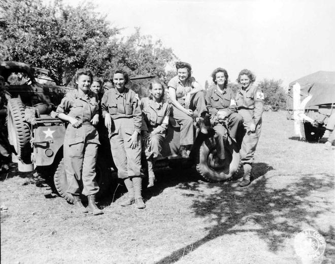 Phu nu My xung tran trong The chien thu hai hinh anh 9 Các nữ y tá Mỹ tới Pháp sau 3 năm làm việc tại một số bệnh viện ở Anh và Hy Lạp. Ảnh chụp ngày 12/8/1944.