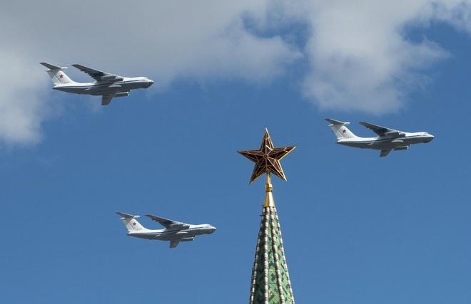 Máy bay vận tải hạng nặng Il-76 tham gia buổi luyện tập.