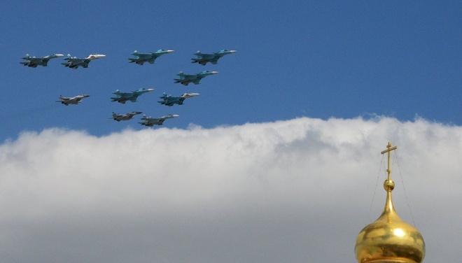 3 loại cường kích Su-34, Su-27 và MiG-29 cùng tham gia một màn trình diễn.