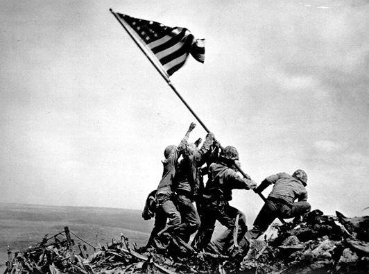 Cac moc quan trong trong The chien thu hai hinh anh 5 Ngày 26/3/1945, quân đội Mỹ chiếm ưu thế và kiểm soát đảo Iwo Jima trên lãnh thổ Nhật Bản. Sau khi chiếm được hòn đảo, người Mỹ đã biến nó thành một căn cứ không quân cho những chiếc khu trục cơ yểm trợ máy bay ném bom hạng nặng B-29 trút bom xuống các trung tâm công nghiệp trọng điểm trên lãnh thổ Nhật Bản và làm bàn đạp tấn công Tokyo.