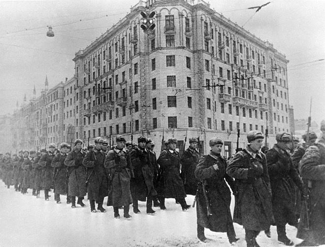 Hong quan Lien Xo lan dau danh bai phat xit Duc ra sao? hinh anh 1 Hồng quân Liên Xô bảo vệ Moskva năm 1941. Ảnh: RIA Novosti