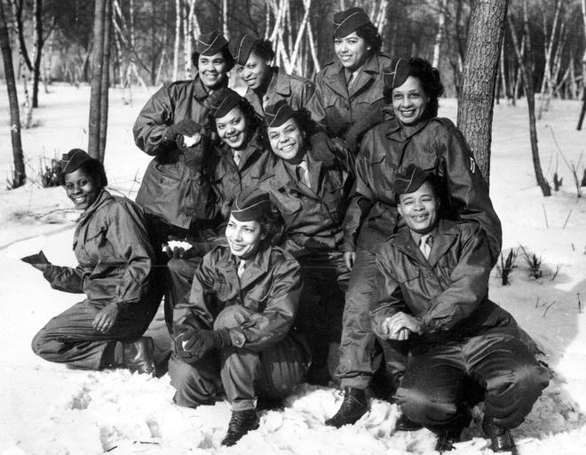 Nhiem vu cua phu nu trong The chien II hinh anh 3 Các thành viên của Quân đoàn Phụ nữ (WAC) chụp ảnh tại trại Shanks, thành phố New York, Mỹ, trước khi rời cảng New York, ngày 2/2/1945.