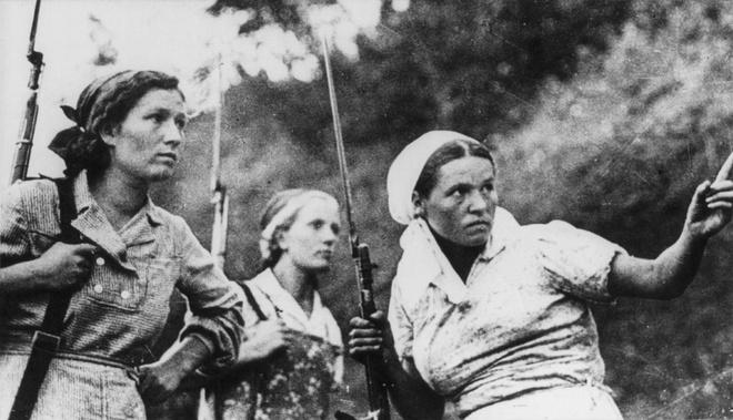 Nhiem vu cua phu nu trong The chien II hinh anh 5 3 nữ du kích Liên Xô trong Thế chiến II.