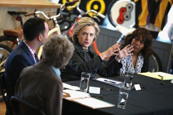 Ba Hillary Clinton tra loi 6 cau hoi kho hinh anh