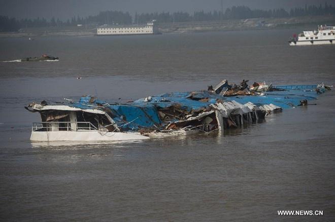 So nguoi chet trong vu chim tau Trung Quoc tang len 331 hinh anh 1 Xác tàu Ngôi sao phương Đông trên sông Dương Tử. Ảnh: Tân Hoa xã