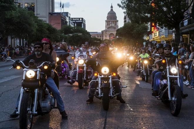 Ngày hội môtô Republic of Texas Biker Rally (ROT Biker Rally) lần thứ 20 vừa diễn ra tại trung tâm triển lãm Travis ở vùng ngoại ô thành phố Austin, bang Texas, hôm 12/6.