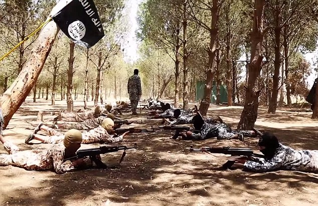 """Canh IS dao tao nhung dua tre bi 'tay nao' hinh anh 8 """"Việc IS tuyển dụng hoặc sử dụng trẻ em là hành động bị cấm hoàn toàn theo luật pháp quốc tế"""